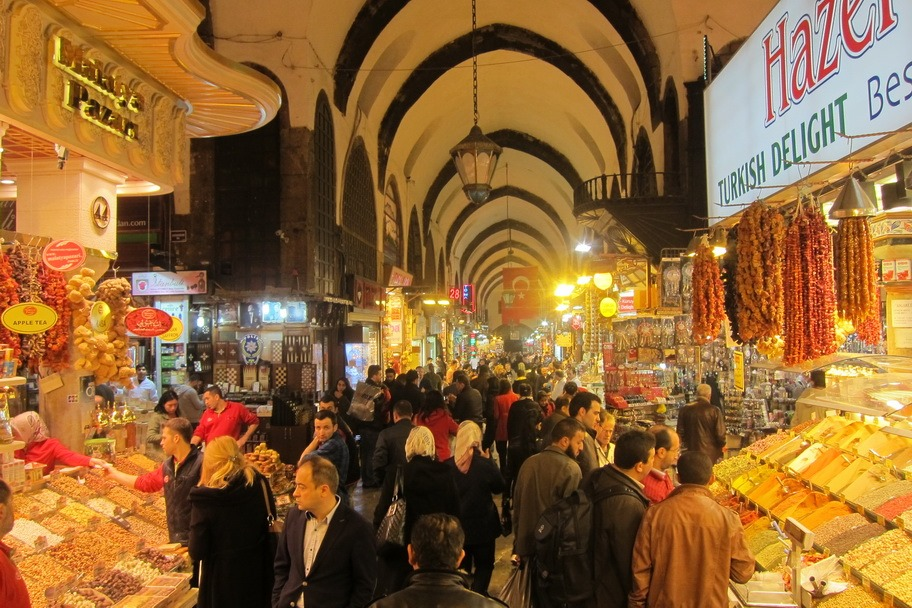 Shopping at the Grand Bazaar and Spice Bazaar in Istanbul ...